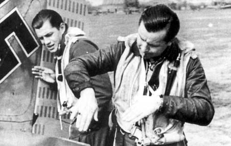Gruppenkommandeur of III./JG 26 Hptm. Josef Priller (right) explaining a dogfight to his wingmann