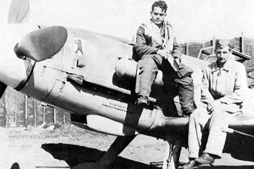 Emil Clade with his Bf 109G and his mechanic in 1943.
