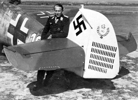 Oberleutnant Alfred Grislawski with his Bf 109 G-6 in September 1943. On 6 September 1943 he shot down a B-17 as his 112th victory.