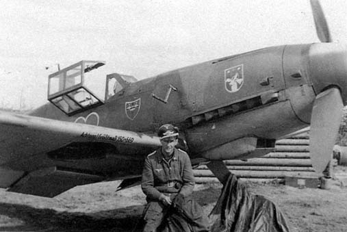 Friedrich Rupp of 7./JG 54 with his Bf 109G-2 white 7