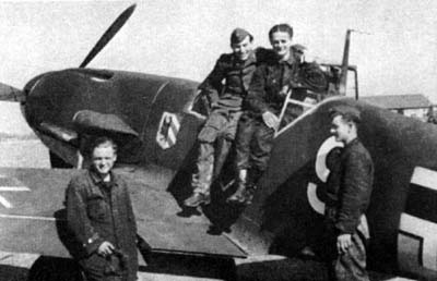 Uffz. Karl Schn�rrer (2nd from left) with his aircraft mechanics.