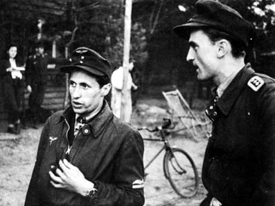 Lt. Kurt Tanzer (left) and FjOfw. Heinz Negus Marquardt